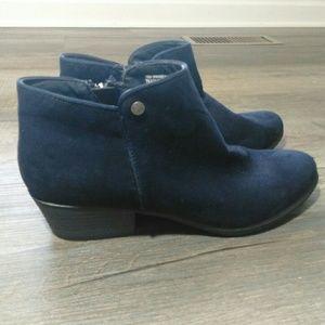 Daisy Fuentes blue suede booties